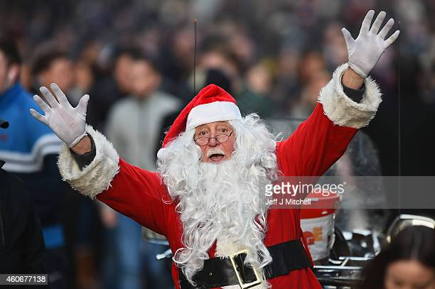 Papa John collects for Yorkhill Hospital as shoppers look for Christmas gifts on the Buchanan street on December 19 2014 in GlasgowScotland With less...