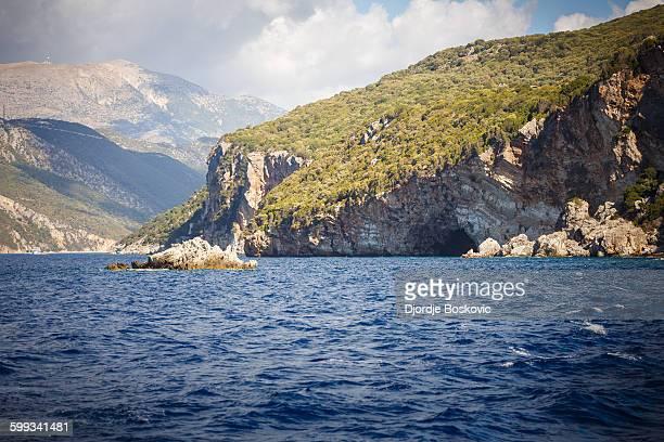 papanikolis cave ww2 submarine base - greece wwii stockfoto's en -beelden