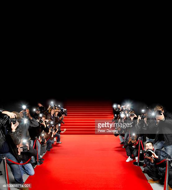 paparazzi photographers along red carpet - beroemdheden stockfoto's en -beelden