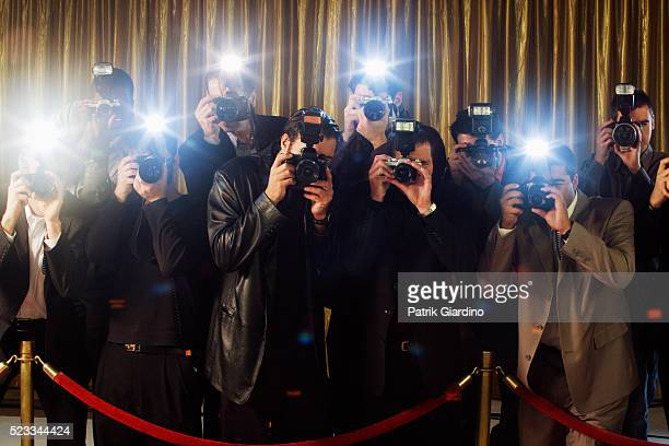 paparazzi photographing at red carpet event - cerimónia de entrega de prémios imagens e fotografias de stock