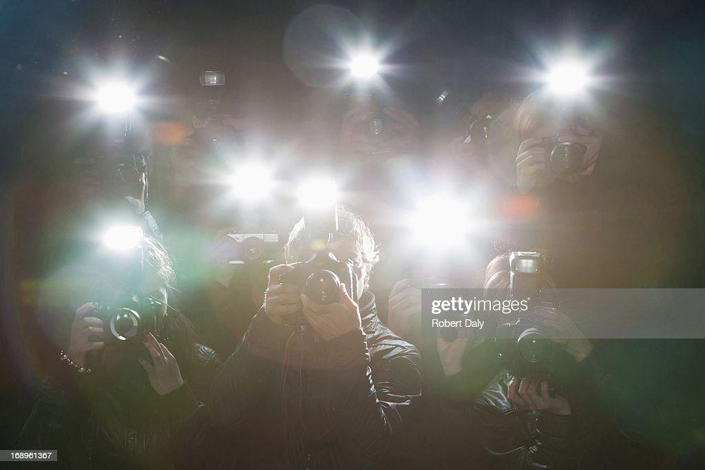 Paparazzi das Fotografieren mit Blitzlicht : Stock-Foto