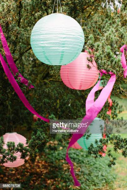 Paper balloons wedding decoration
