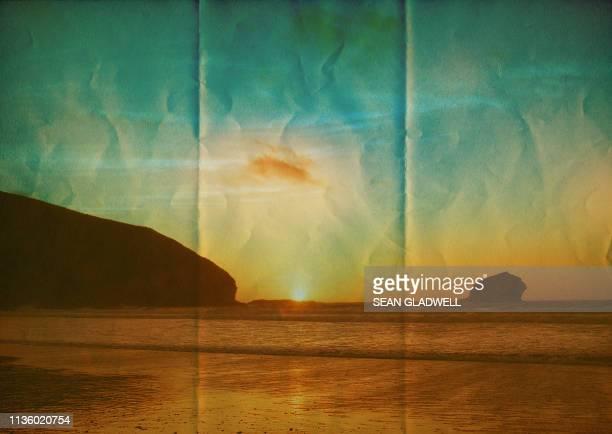 paper beach - isla de antigua fotografías e imágenes de stock
