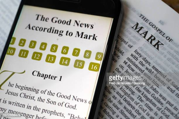 paper bible and digital bible app on smartphone.  the new testament. gospel. mark. - new testament stock pictures, royalty-free photos & images