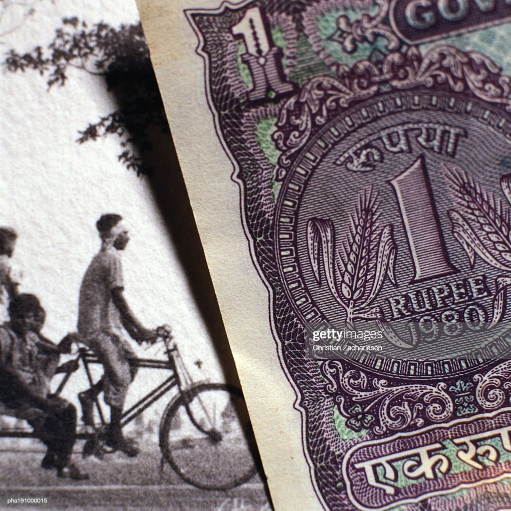 Paper bill next to old photograph. : Stockfoto