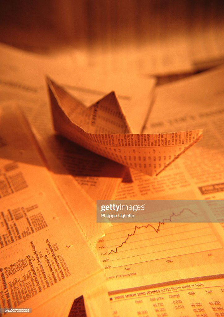 Paper boat made from financial documents, close-up : Stockfoto
