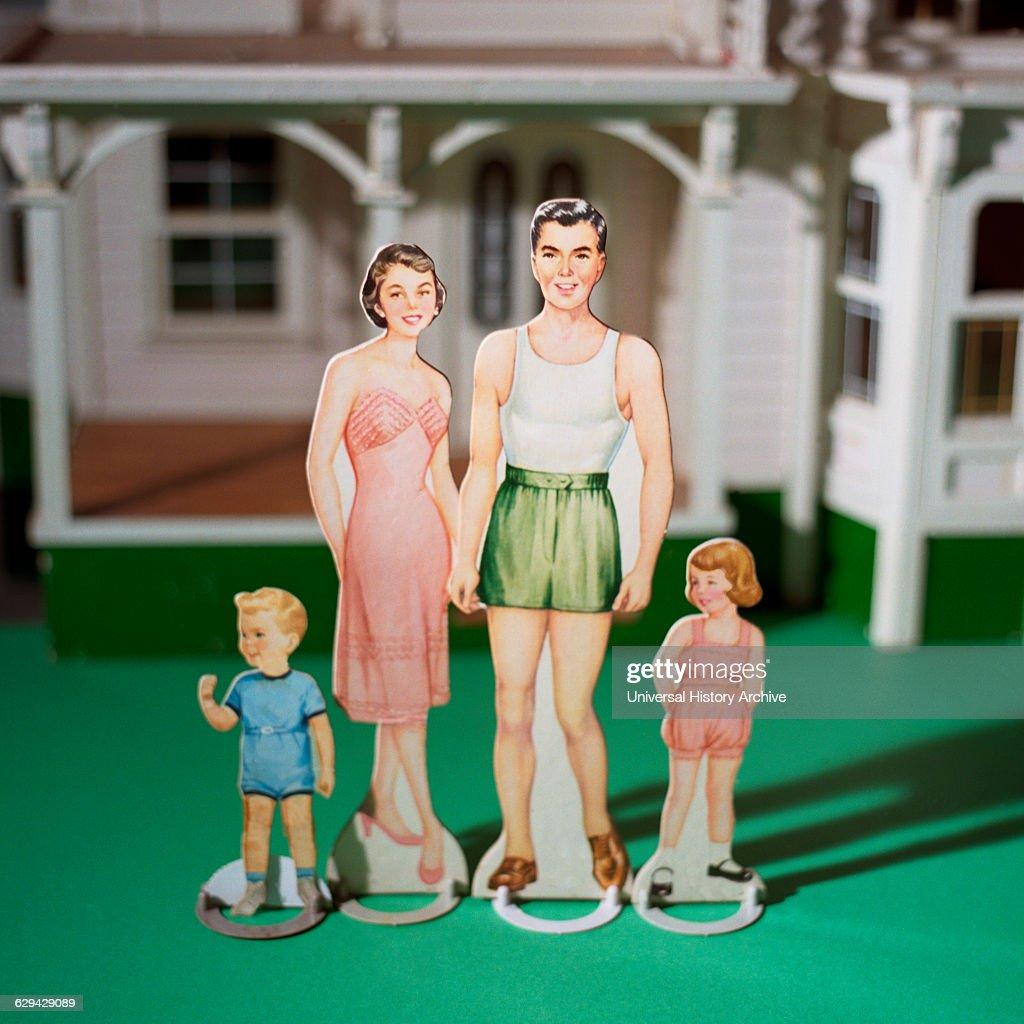 Paper Dolls Moms with Children : News Photo