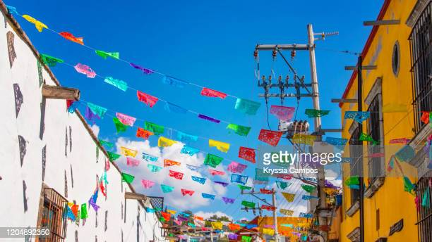 paper flags at street (papel picado): the traditional folk art of mexico - 工芸品 ストックフォトと画像