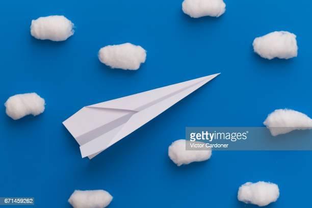 paper plane - coton photos et images de collection
