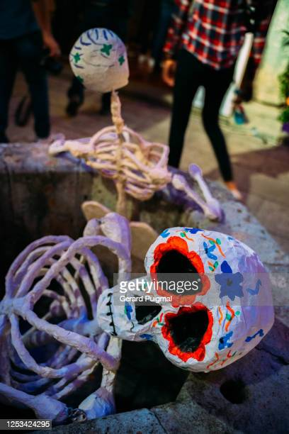 """papier mache day of the dead human skeleton figure - """"gerard puigmal"""" stock pictures, royalty-free photos & images"""