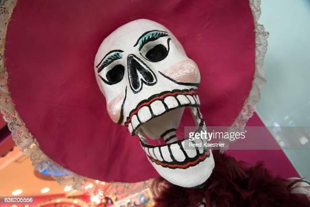 papier-mâché skulls are used during the celebration of dia de muertos a holiday honoring the deceased in mexico. - todos santos mexico fotografías e imágenes de stock