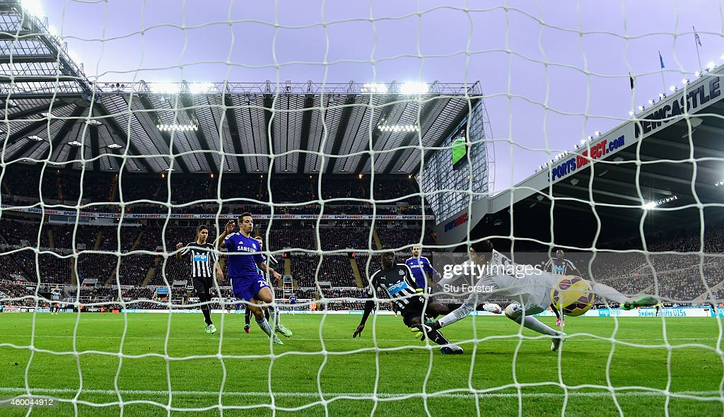 Papiss Cisse of Newcastle (c) scores the opening goal past Thibaut Courtois of Chelsea during the Barclays Premier League match between Newcastle United and Chelsea at St James' Park on December 6, 2014 in Newcastle upon Tyne, England.