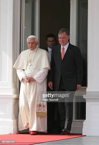 Papst Benedikt der XVI Bundespräsident Horst Köhler Villa Hammerschmidt Bonn Deutschland PNr 1139/2005 Deutschlandbesuch Kreuz Kette roter Teppich...