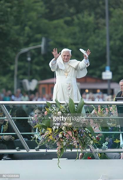 Papst Benedikt der XVI Papstschiff MS Rheinenergie Köln Deutschland PNr 1137/2005 Schiffswallfahrt Wallfahrt Schiff Deutschlandbesuch Rhein...