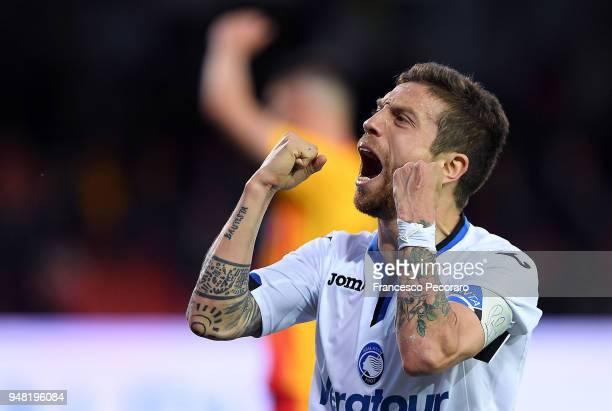 Papu Gomez of Atalanta BC celebrates after scoring the 03 goal during the serie A match between Benevento Calcio and Atalanta BC at Stadio Ciro...