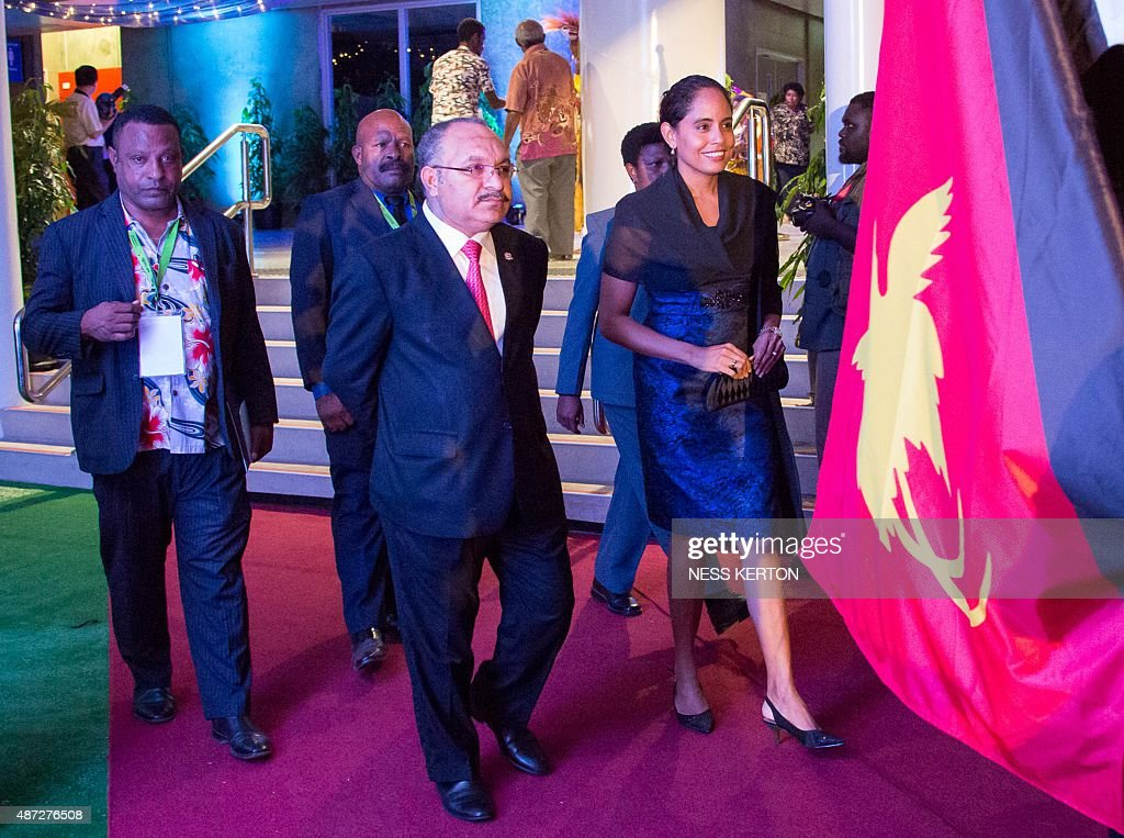 Papua New Guinea Prime Minister Peter O'Neill (C) arrives for the official opening of the 46th Pacific Islands Forum (PIF) in Port Moresby on September 8, 2015. The 16-nation grouping consists mainly of small island nations, together with Australia and New Zealand, with the two developed nations being accused of dragging their feet on climate change. AFP PHOTO/Ness KERTON