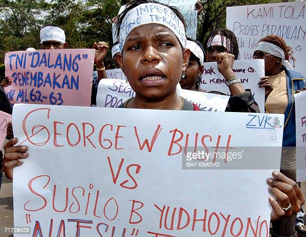 Papuan students protest against US mining giant Freeport in front of US embassy in Jakarta 28 August 2006 Critics accuse FreeportMcMoRan of not...