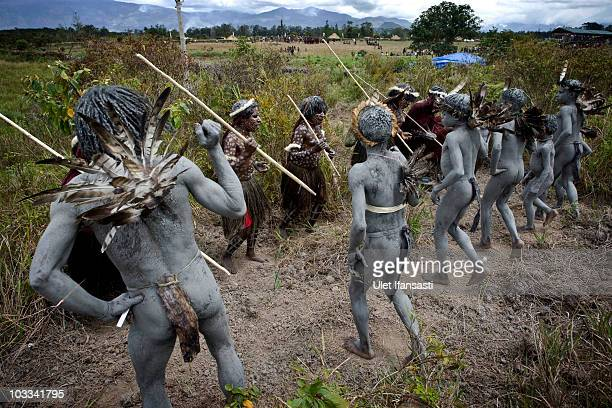 Papuanese tribal dancer group practice before their perform during the Baliem Valley Festival on August 10, 2010 in Wamena, Indonesia. The Dani, Yali...