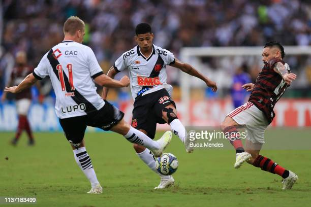 Para of Flamengo struggles for the ball with Marrony of Vasco da Gama during a match between Vasco da Gama and Flamengo as part of State Championship...