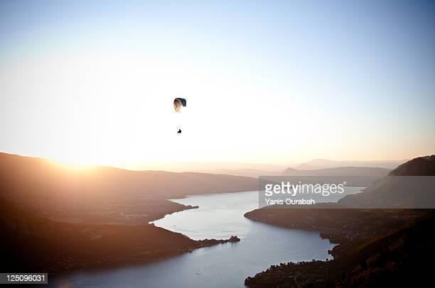 parachute on beautiful scene of rhone alpes region - フランス アヌシー ストックフォトと画像