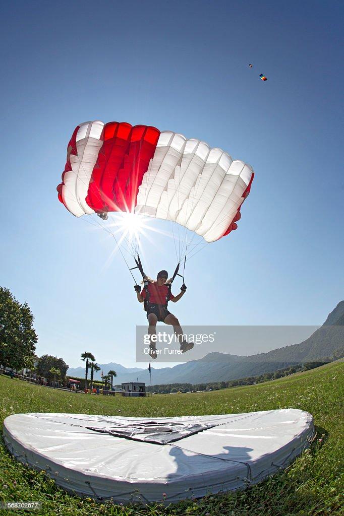 Parachutist performing an accuracy landing : Stock Photo