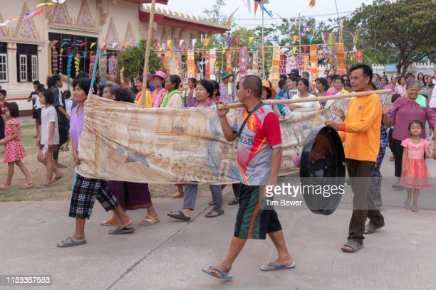 parade around wihan for boon pha wet festival. - tim bewer stockfoto's en -beelden