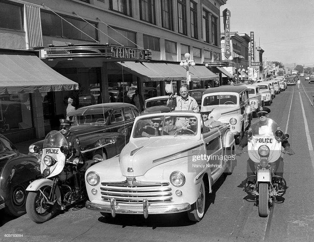 parade of 1947 Ford cars in Tucson, Arizona : Stock Photo