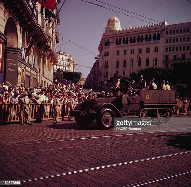 Parade Of July 14Th 1956 In Algiers En Algérie à Alger le 14 juillet 1956 lors du défilé de la fête nationale des militaires dans une voiture chenille