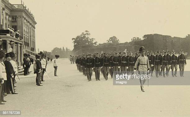 Parade of k.u.k. High and German Masters in front of Emperor Franz Joseph I in the park of Schönbrunn. About 1910. Photograph by Heinrich Schuhmann.