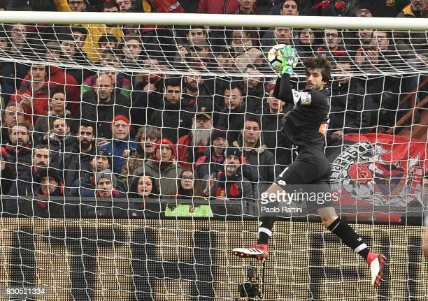 Parade of the goalkeeper Mattia Perin of Genoa during the serie A match between Genoa CFC and AC Milan at Stadio Luigi Ferraris on March 11 2018 in...