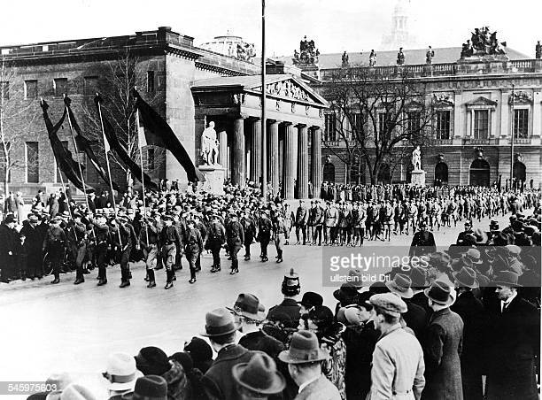 Parade of the Reichsbanner in Berlin on occasion of a wreath ceremony in commemoration of the dead of World War I the Reichsbanner members in front...