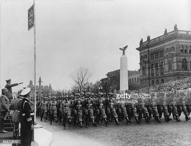 Parade of the Wehrmacht on Hitler's 50th birthday on the OstWestAchse in Berlin paratroops marching past Hitler
