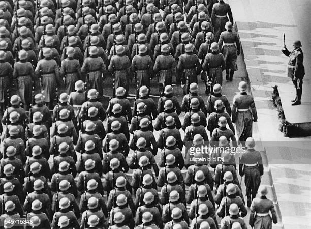 Parade of the Wehrmacht past Hermann Göring in front of the Neue Wache on Unter den Linden Boulevard on Heldengedenktag