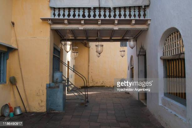 paradesi synagogue in kochi, cochin jewish synagogue, 1568, india - argenberg stock pictures, royalty-free photos & images