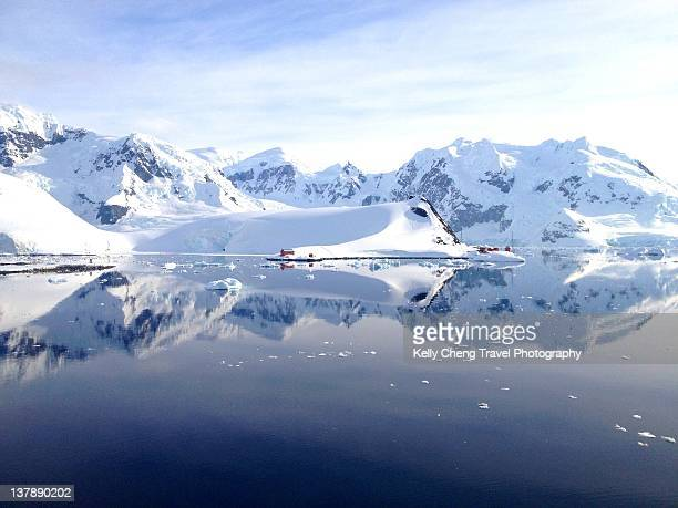 paradise bay - houses in antarctica stock pictures, royalty-free photos & images