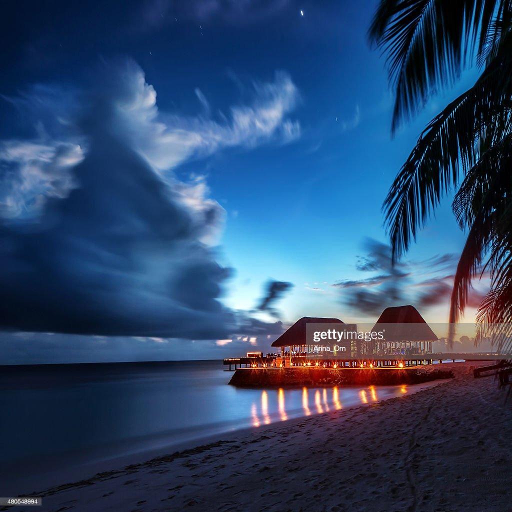 Paraíso Praia à noite : Foto de stock