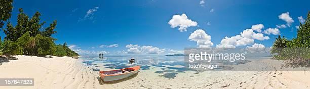 パノラマトロピカルビーチパラダイス島の紺碧の海の岸セイシェルアフリカ