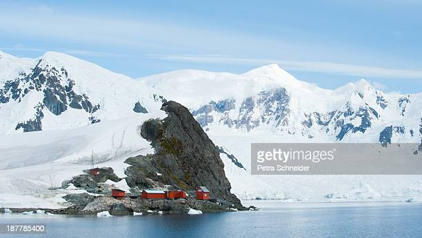 paradise harbour antarctica - houses in antarctica stock pictures, royalty-free photos & images