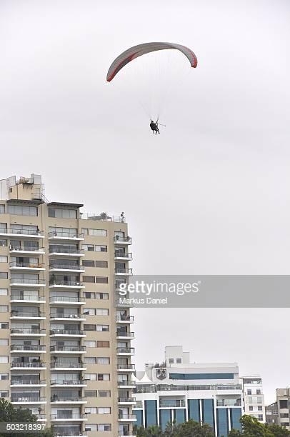 """paraglider in miraflores, lima, peru - """"markus daniel"""" stock pictures, royalty-free photos & images"""