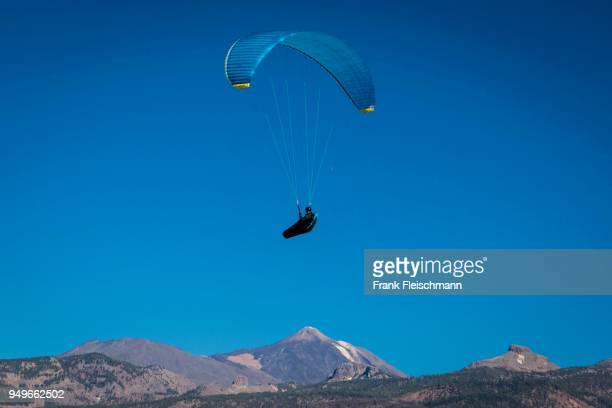 paraglider over volcanic landscape in front of the teide, aerial view, tenerife, west coast, spain - pico de teide stock pictures, royalty-free photos & images