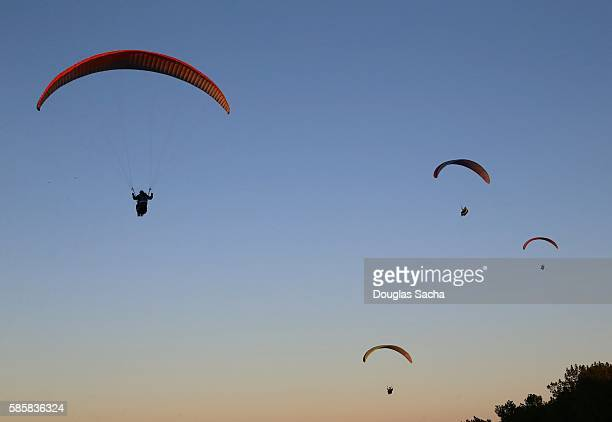 Paraglidering pilots in flight