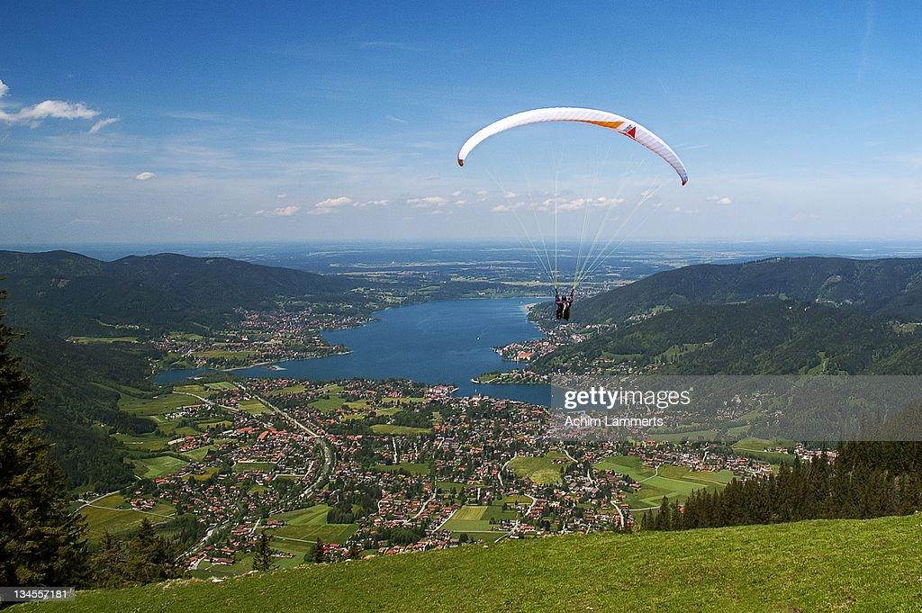 Paragliding at wallberg : Stock-Foto