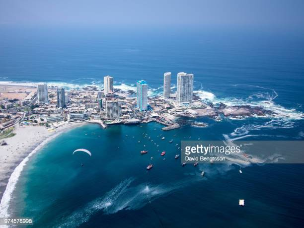 paragliding on cavancha beach, iquique, chile, iquique, tarapaca, chile - chile stock pictures, royalty-free photos & images