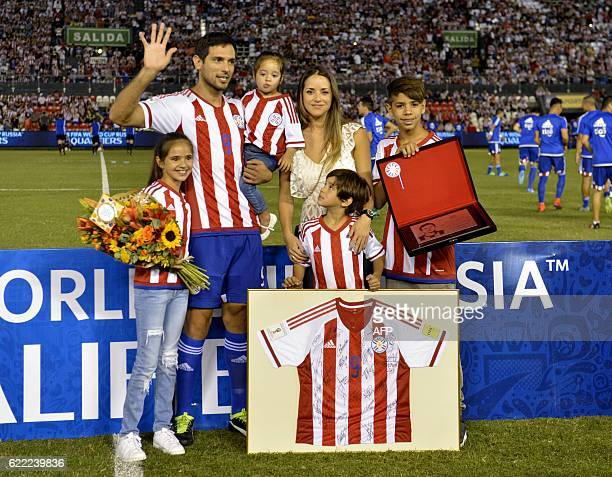Paraguayan footballer Roque Santa Cruz poses with his wife Giselle Tavarelli and their children during a farewell ceremony before the start of their...