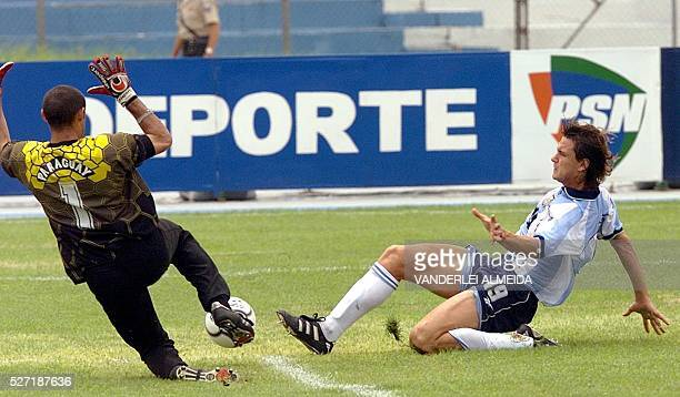 A Paraguayan goal keeper Giego Barreto fights for bal with Argentinean player Mauro Obolo at the South American SUB 20 chanmpionship in Ecuador...