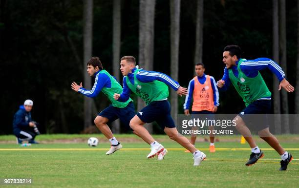 Paraguayan national football team players Oscar Romero Robert Piris and Derlis Gomez take part in a training session at Albiroga training center in...