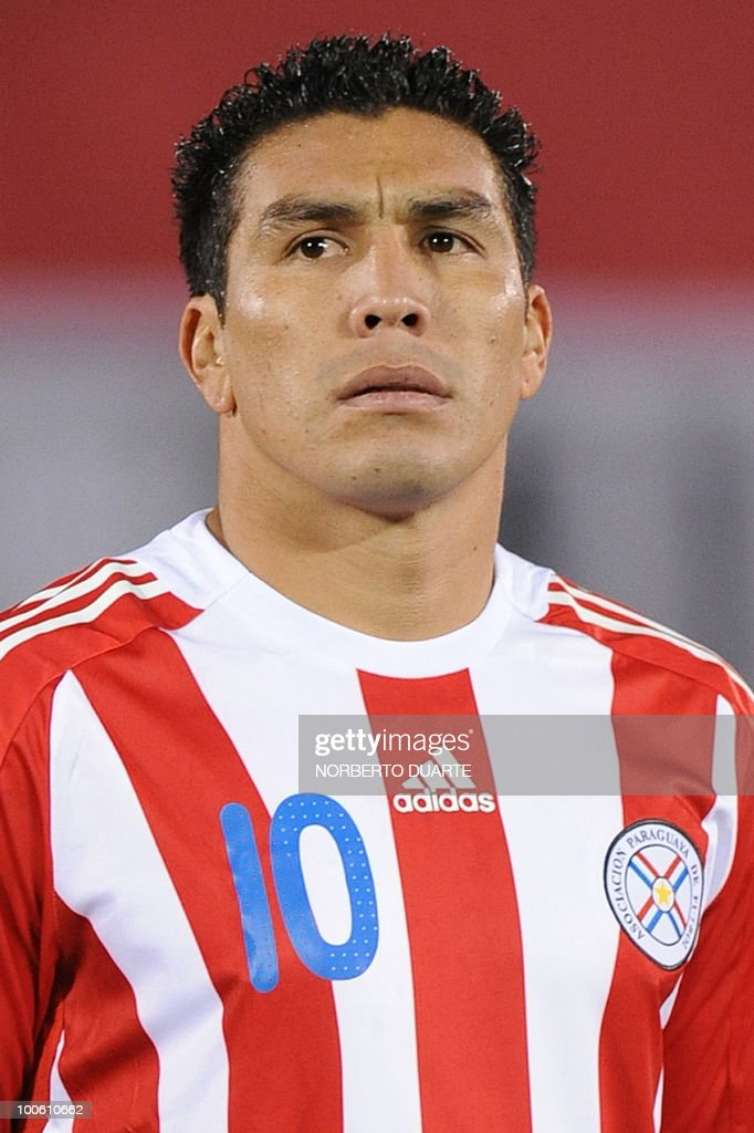 Paraguayan national team player Salvador Cabanas poses for a picture before a FIFA World Cup South Africa-2010 qualifier football match against Argentina at Defensores del Chaco stadium in Asuncion, on September 09, 2009. Paraguay won 1-0. AFP PHOTO / Norberto DUARTE