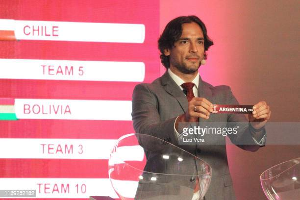 Paraguayan player Roque Santa Cruz draws the name Argentina during the draw of the South American Qualifiers for Qatar 2022 at Centro de Convenciones...