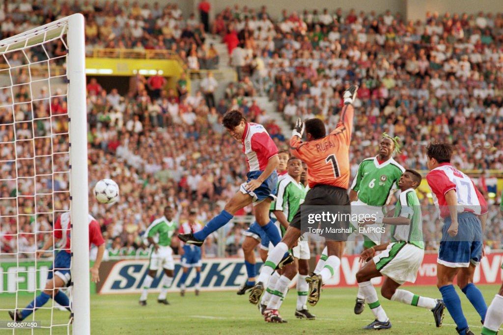 Soccer - World Cup France 98 - Group D - Nigeria v Paraguay : Fotografía de noticias
