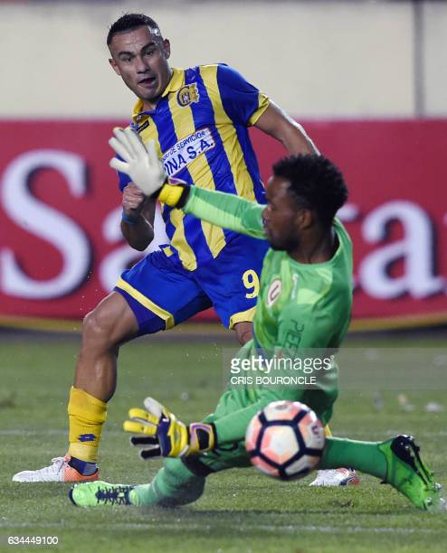 Paraguays Deportivo Capiata player Roberto Gamarra shoots to score over Perus Universitario goalie Carlos Caceda in their firstround Copa...